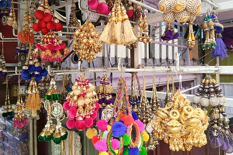 Public space,Bazaar,Selling,Market,Fashion accessory,Tradition,City,Jewellery,Souvenir,Metal