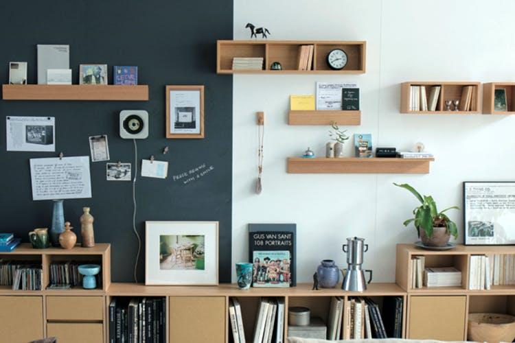 Shelf,Shelving,Furniture,Wall,Room,Bookcase,Interior design,Living room,Building,Table