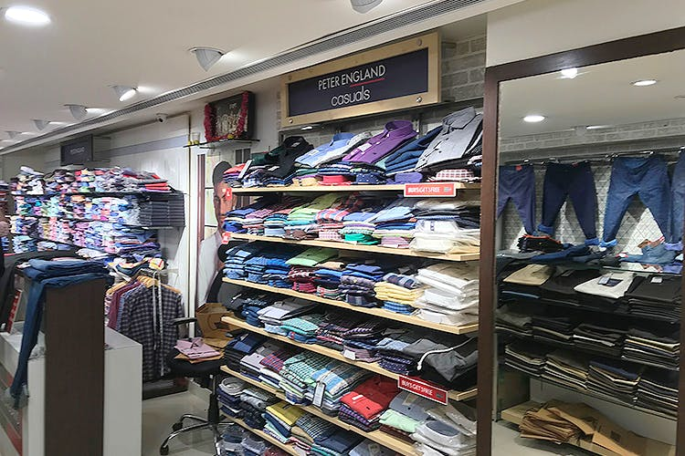 Outlet store,Footwear,Room,Building,Shoe,Retail,Closet,Furniture,T-shirt,Interior design