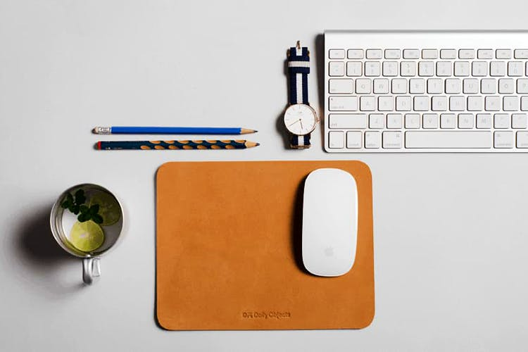 Input device,Mouse,Technology,Electronic device,Design,Space bar,Desk,Computer keyboard,Electronics,Rectangle