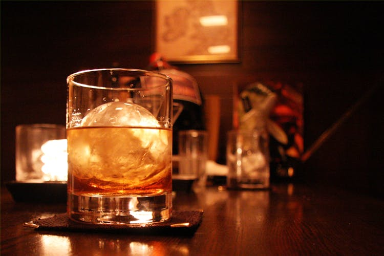 Drink,Alcohol,Distilled beverage,Alcoholic beverage,Old fashioned glass,Whisky,Liqueur,Drinkware,Glass,Scotch whisky
