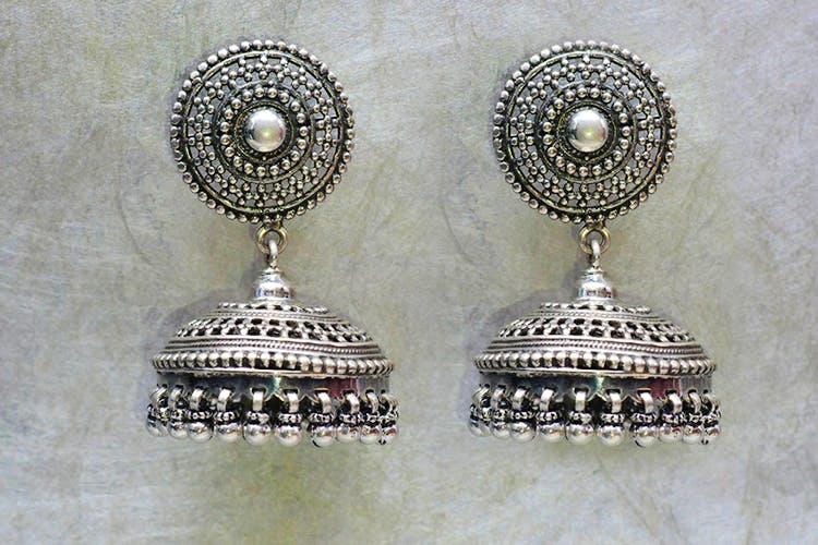 Earrings,Jewellery,Fashion accessory,Silver,Metal,Pearl