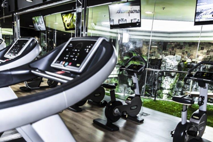 Treadmill,Gym,Room,Exercise equipment,Exercise machine,Sports equipment,Vehicle,Leisure,Sport venue,Building