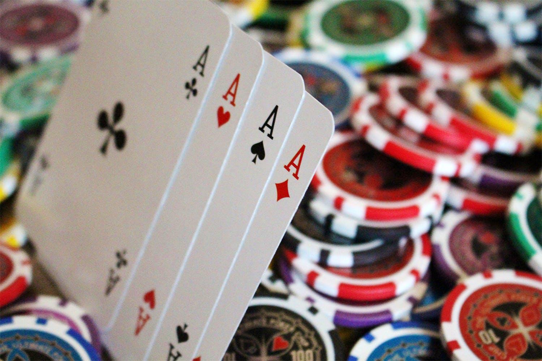 Games,Gambling,Poker,Recreation,Card game,Carmine